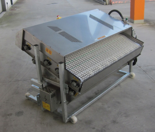 Selecta shaker table with chain belt